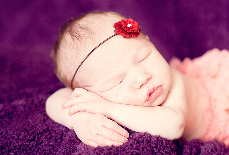 23294684dbd37 The best time to photograph a Newborn baby is when they are under two weeks  of age. After two weeks babies are a little harder to settle and things  like ...
